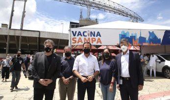 Início da vacinação no estádio do Morumbi