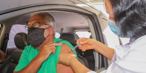 Governo antecipa vacinação contra COVID-19 para idosos de 67 anos