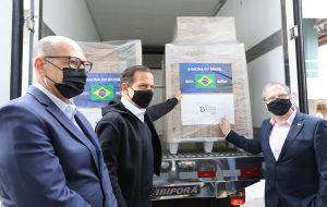 SP entrega ao Brasil total do lote de 600 mil vacinas do Butantan