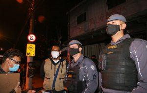 Blitze autua eventos clandestinos e comércios por descumprirem o Plano São Paulo