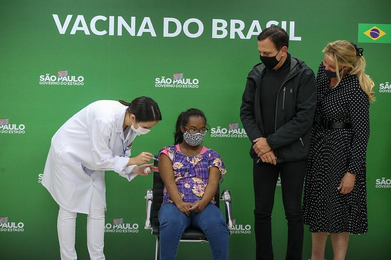 Governo de SP inicia vacinação contra COVID-19 para pessoas com Síndrome de Down