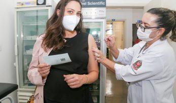 Vacinação das grávidas e puérperas sem comorbidades