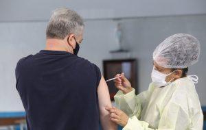 SP atinge 100% de cobertura vacinal contra COVID-19 em idosos acima de 65 anos
