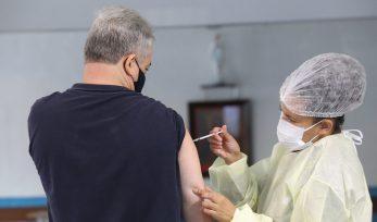 Vacinação contra COVID-19 para pessoas de 58 e 59 anos