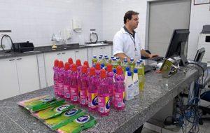 """""""Operação Casa Limpa"""" detecta erros em 33% dos produtos de limpeza examinados"""