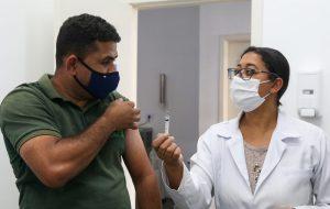 SP aplica 67% das doses de reforço contra COVID-19 do Brasil