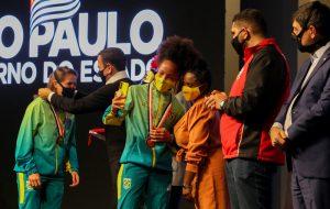 Governo recebe atletas olímpicos de SP em homenagem no Palácio dos Bandeirantes