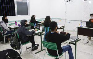 Estudantes inseridos no Bolsa do Povo Educação recebem o primeiro pagamento